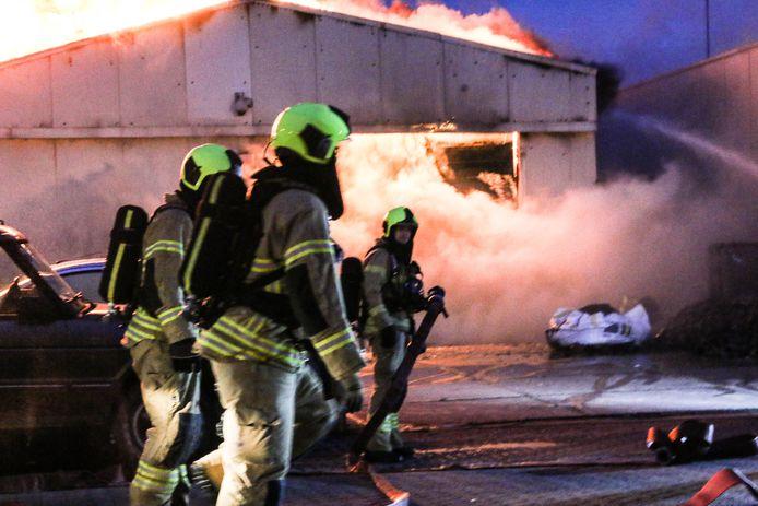 Brand in een loods aan de Calandstraat in Sliedrecht.