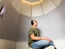 De drukte de baas: Pim (27) bedacht een geluidsdichte meditatiecabine voor op werk