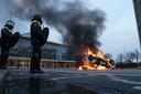 Zondag 24 januari werd op voor station Eindhoven Centraal een auto van ProRail in brand gestoken.
