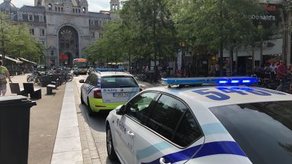 Antwerps premetroverkeer even verstoord door verdacht pakket: loos alarm