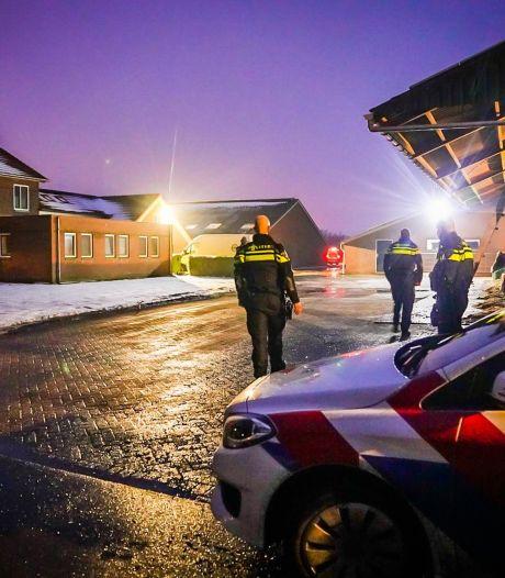 Politie maakt einde aan carnavalsfeest in Oirschot, feestvierders rennen weiland in