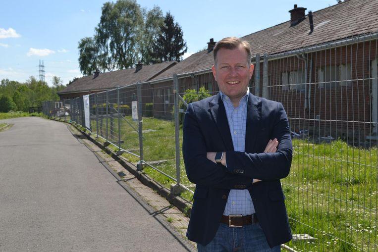 Alexander Vandersmissen bij af te breken woningen van wijk De Streyp.