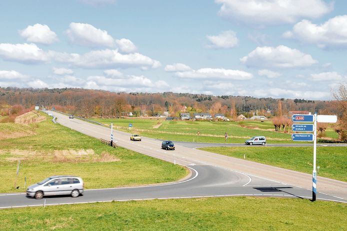 Rondom de op- en afritten van snelweg A348, zoals hier bij Velp (terrein De Groot) liggen kansen voor de plaatsing van zonnepanelen.