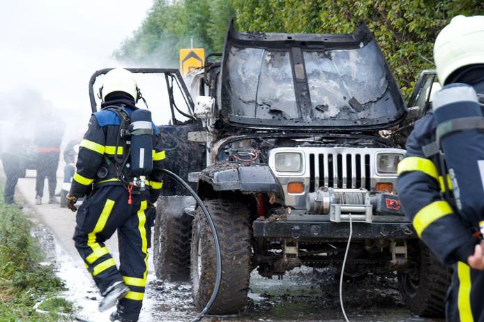 De Jeep brandde volledig uit.