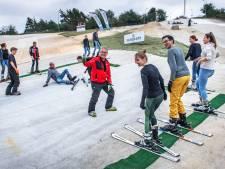 Veel animo voor proeflessen op lange latten in Wijchen: 'Mensen weten dat ze komende winter op wintersport kunnen'