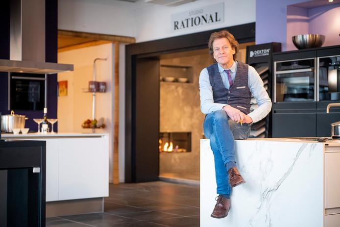 Walter Foole in zijn KeukenAtelier in Zenderen.