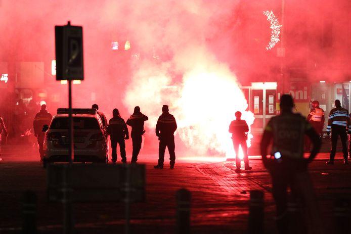 Op Urk zette de politie groots in vanwege ongeregeldheden bij het ingaan van de avondklok.