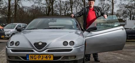 Nico reed met zijn auto via de trap de fietsenkelder van station Deventer in, maar hij won zijn rechtszaak wel