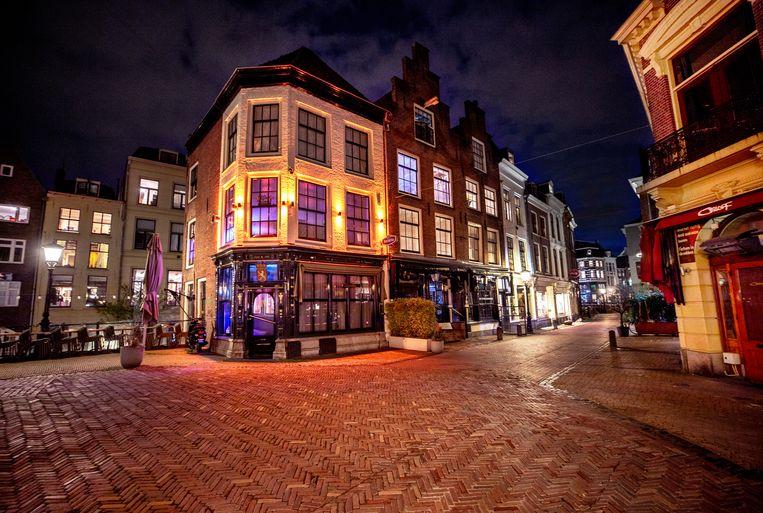 Een lege uitgaansstraat in Utrecht. Beeld Raymond Rutting / de Volkskrant