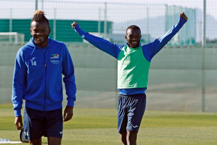 Emmanuel Banda juicht op oefenkamp.
