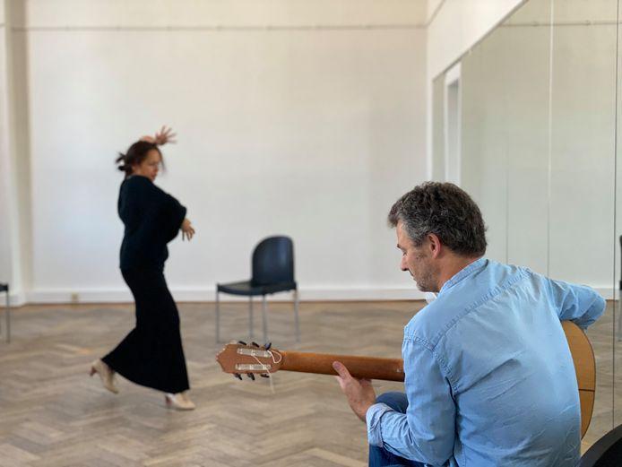 Danseres Irene Alvarez en gitarist Alexander Gavilan.
