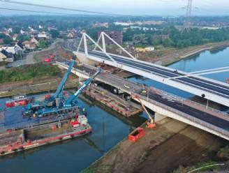 """Oude brug aan Herenthoutseweg afgebroken: """"In 2023 varen schepen met vier lagen containers over het Albertkanaal"""""""