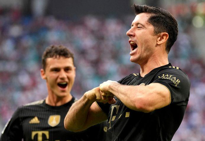 Robert Lewandowski (r) was weer eens trefzeker namens Bayern München.