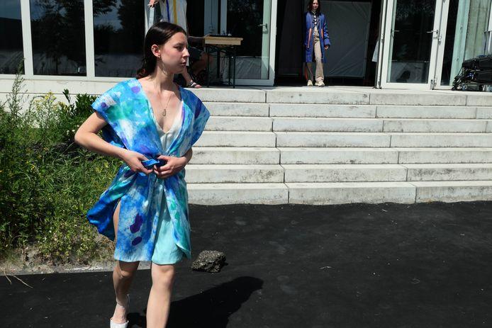 De modestudenten van Ursulinen Mechelen houden hun modeshow niet in, maar aan De Loods.