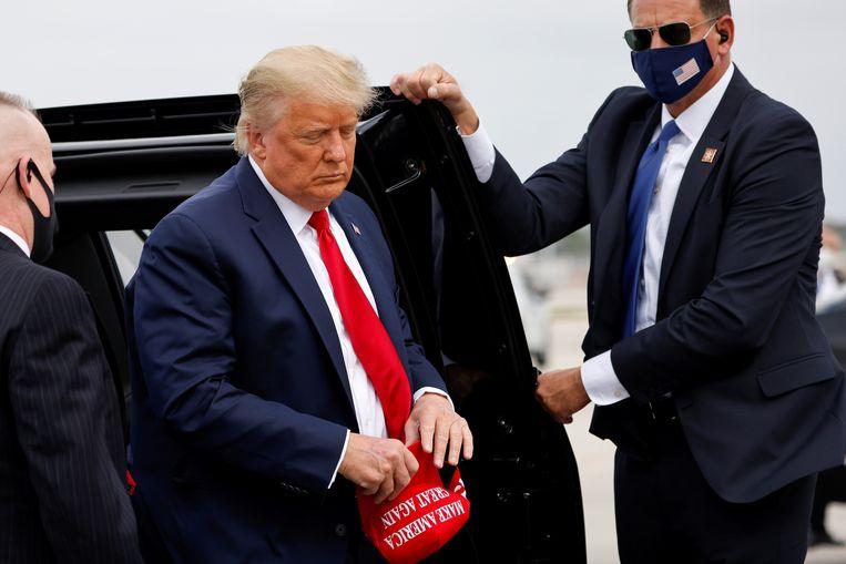 President Donald Trump met zijn kenmerkende 'Make America Great Again'-pet.  Beeld REUTERS