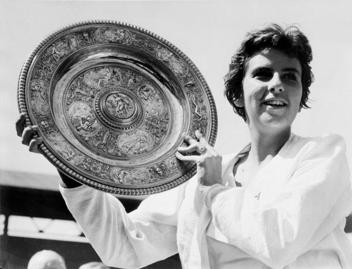 Maria Bueno na haar eerste Wimbledon-titel in 1959.