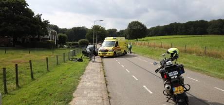 Vrouw loopt fikse hoofdwond op door botsing elektrische fietsen in Arnhem