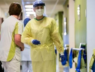"""Verpleegster Liesbeth (26) werkt op de Covid-afdeling van AZ Sint-Blasius: """"Opgeleid om te zorgen, niet om lijkzakken te hanteren"""""""