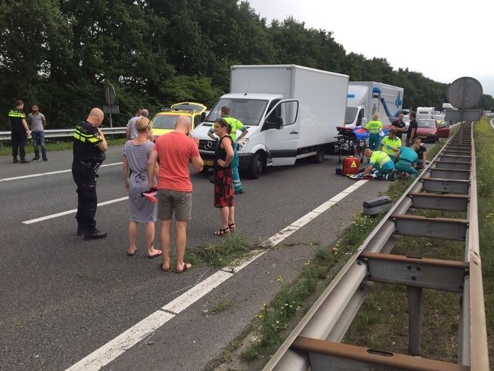 A28 afgesloten na ongeval met motorrijder.