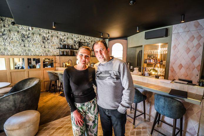 Van kantwinkel tot trendy bubbelbar. Heidi Thibaut en Pascal Decoster openen Living in de Philipstockstraat.