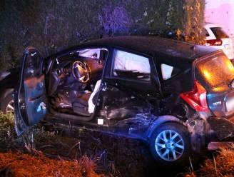 Bestuurster gewond bij aanrijding tussen twee voertuigen