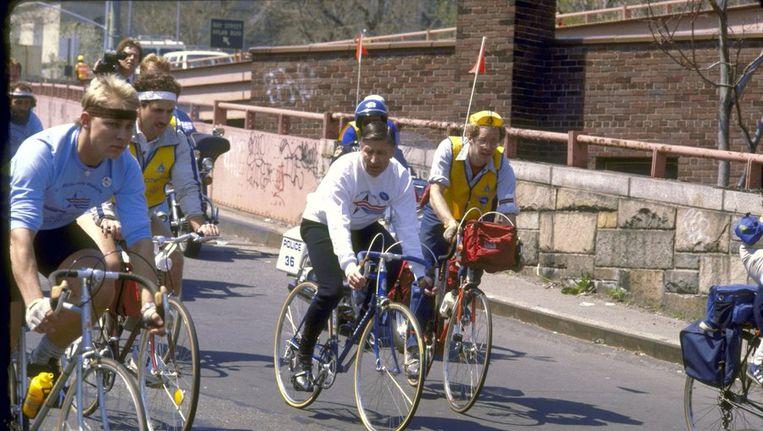 Dries van Agt (in witte trui) in 1982 tijdens een fietstocht in New York. Beeld ANP