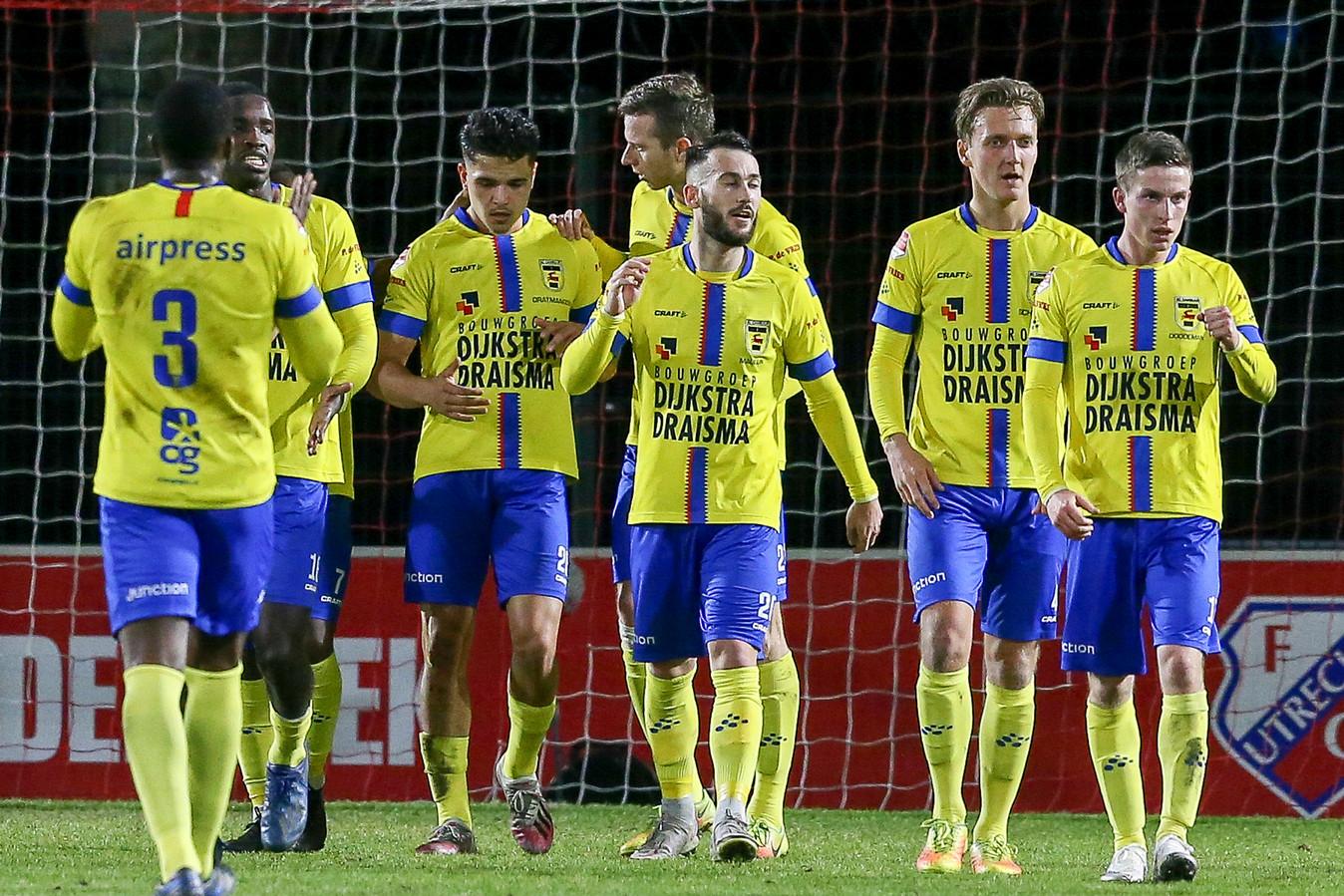 Cambuur verstevigde de koppositie in de Keuken Kampioen Divisie.   Cambuur player Robert Muhren celebrate his goal 0-1     during the match  Jong Utrecht - Cambuur