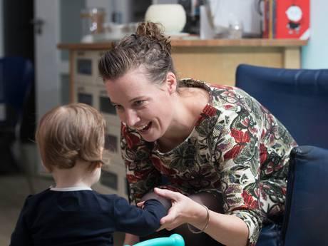 Ingrid met peuter Femke per direct naar Australië: 'Ik ben in de steek gelaten'