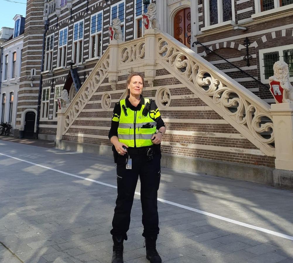 Anja Schouten wordt de burgemeester van Alkmaar. Ze zit niet bij een politieke partij.
