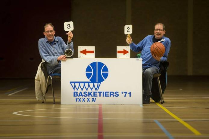 Mike Peters (links) en broer Mark.