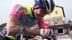 """Na de Etna bedwingt onze Man in de Giro nu ook de Stelvio: """"Op pure wilskracht en met f***ing U2 op de iPod"""""""