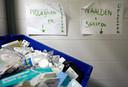Oude medicijnen worden in Hendrik-Ido-Ambacht aangemerkt als bedrijfsafval, dat als chemisch afval tegen hoge kosten afgevoerd moet worden.
