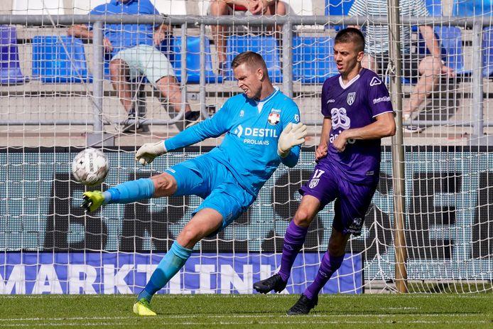 Willem II-keeper Robbin Ruiter in de wedstrijd tegen Heracles.