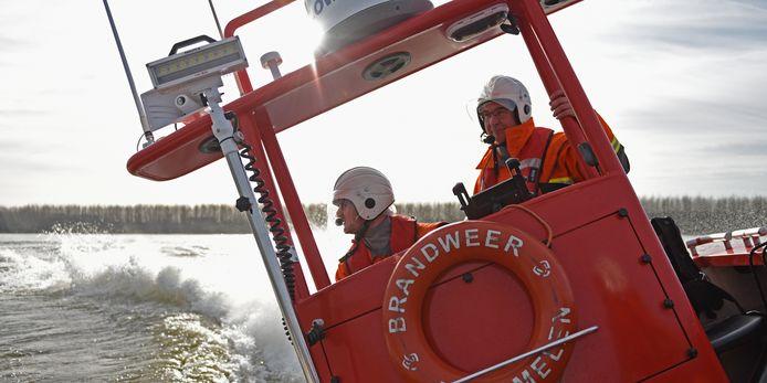 Brandweermannen Joost van Prooijen en Eric van Steen. Foto: Casper van Aggelen / Pix4Profs