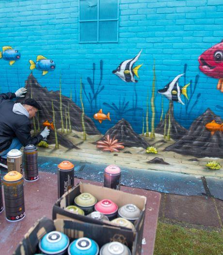 Make-over voor Zwembad De Dolfijn door nieuwe muurschilderingen