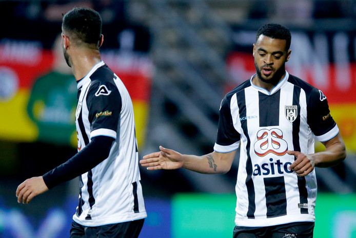 Brandley Kuwas of Heracles Almelo celebrates 1-0 with Mohammed Osman of Heracles Almelo during Heracles Almelo - SC Heerenveen NETHERLANDS, BELGIUM, LUXEMBURG ONLY COPYRIGHT BSR/SOCCRATES