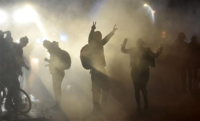 De politie gebruikte traangas tijdens de rellen bij de G20-top in Hamburg.
