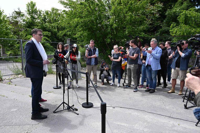 Burgemeester Gergely Karacsony geeft een persconferentie over de nieuwe straatnamen. Beeld Attila Kisbenedek / AFP