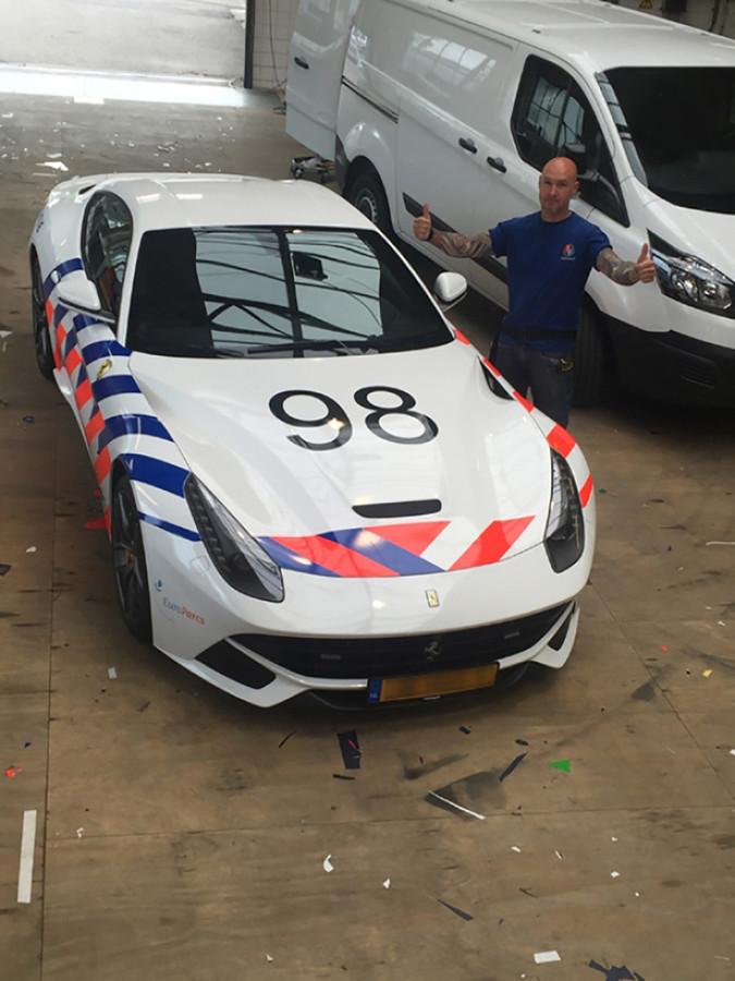 De gewrapte F12 heeft het nummer 98 meegekregen.