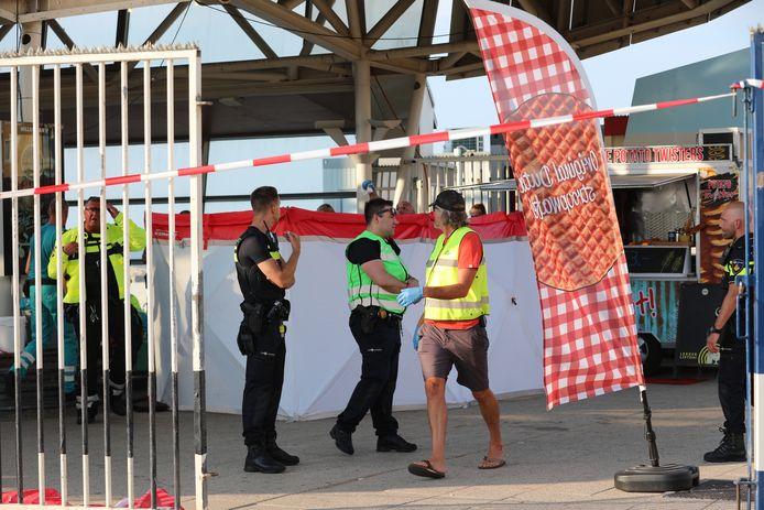 Bij een steekpartij op De Pier in Scheveningen raakte vanavond iemand gewond.