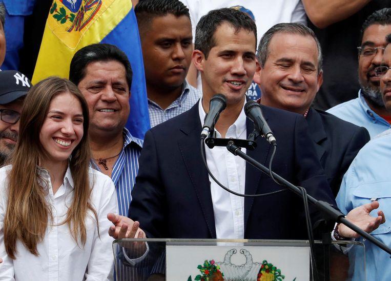 Juan Guaido werd door duizenden medestanders verwelkomd. Beeld REUTERS