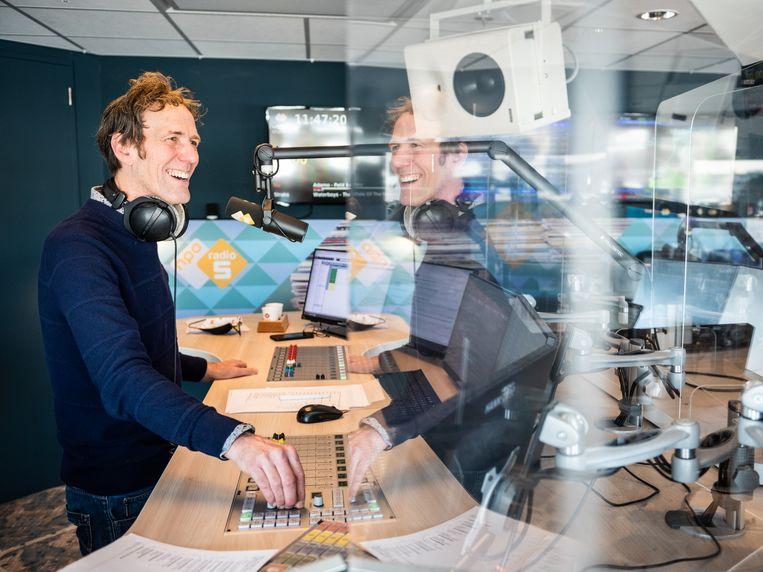 Arbeidsvitaminen 75 jaar op de radio: 'We schamen ons voor geen enkele plaat' - Volkskrant