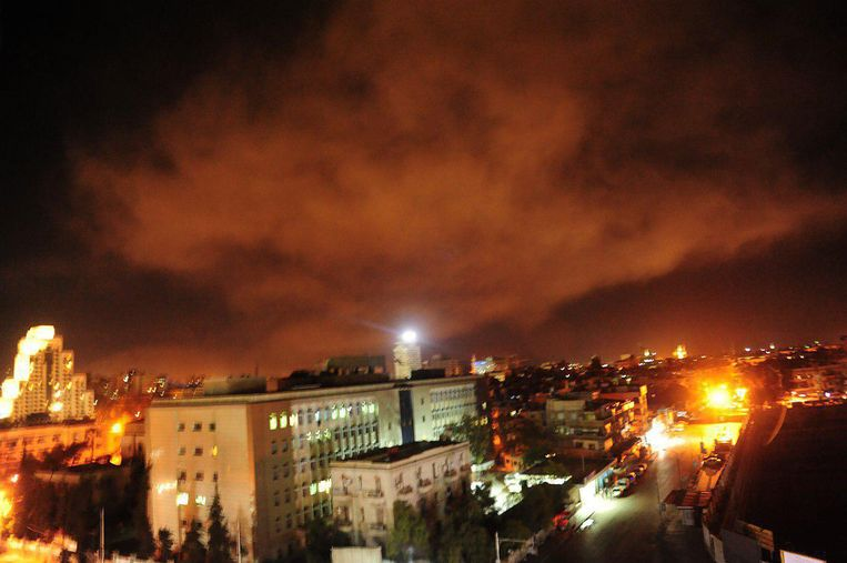 Beelden van de westerse luchtaanvallen op Syrische depots van chemische wapens. Beeld Photo News