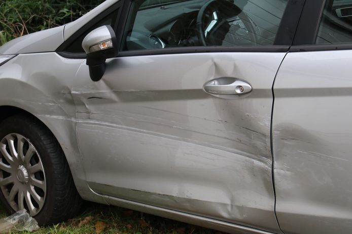 The driver ran into this car in the bend on Noordstraat, after which he entered the house.