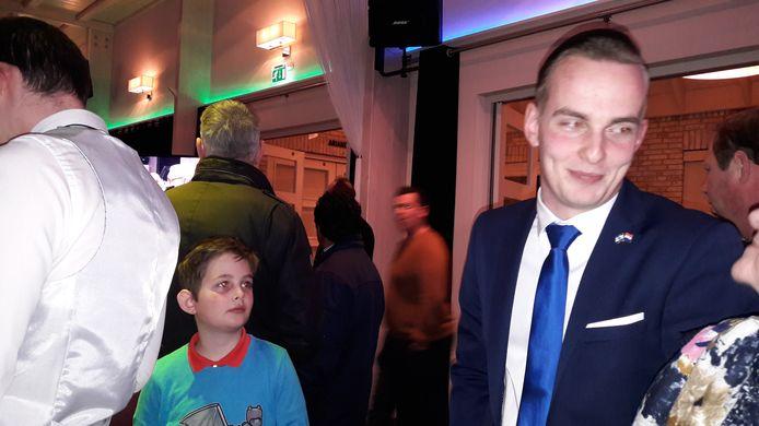 Hendrik Wakker (PVV) is in zijn nopjes met de verkiezingsuitslag op Urk.