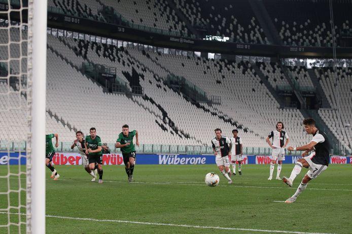 Cristiano Ronaldo scoort in een leeg stadion in de topper tussen Juventus en Atalanta.