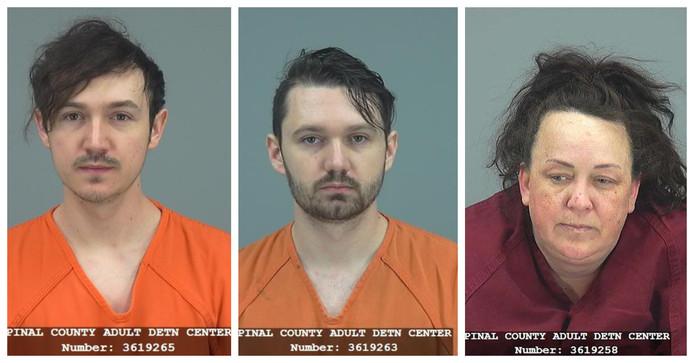 Machelle Hobson (48) en haar twee biologische zoons Logan (links) en Ryan (midden) Hackney zitten sinds vorige vrijdag in de cel.