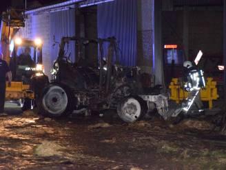 Brand vernielt tractor en preirooier van landbouwersgezin