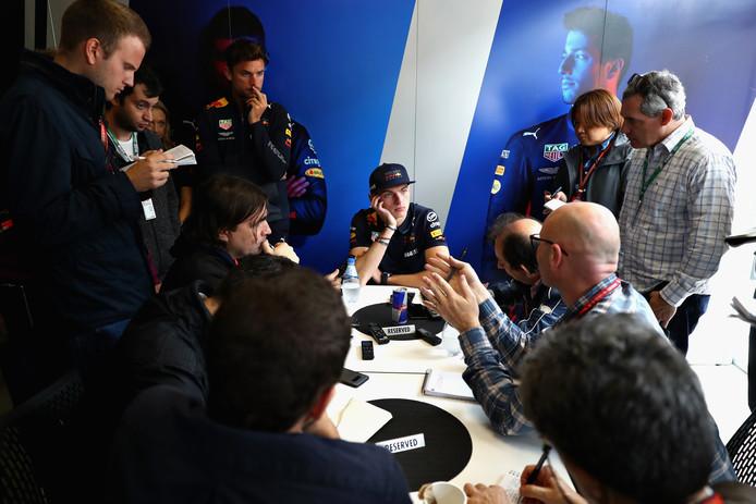 Max Verstappen in gesprek met de media in Sao Paulo.