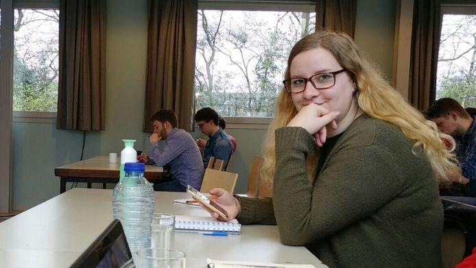 Kimberley (21) durft haar opgebouwde studieschuld niet te bekijken.